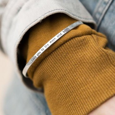 Love you to the moon and back - Cuff Bracelet